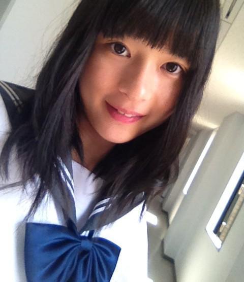 セーラー服の芳根京子